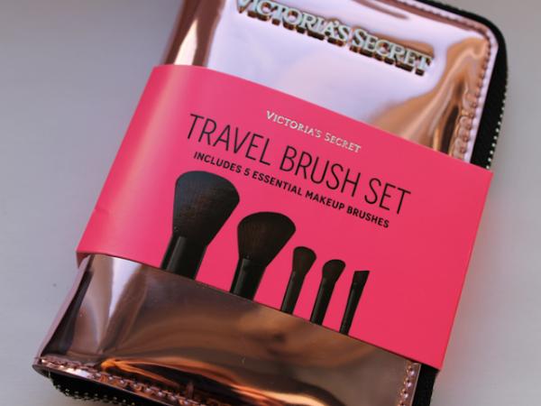 Victoria's Secret Travel Brush Set.