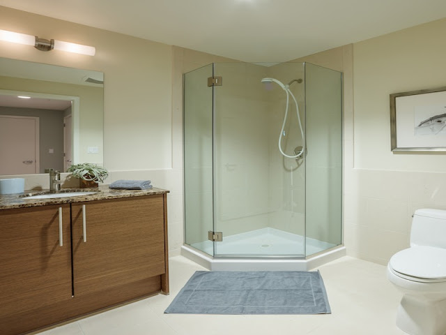 Picture of larger shower cabin in the third bathroom