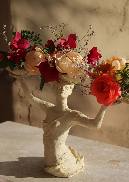 sculpture, art, woman, lady, sarah myers, flowers, bouquet, arrangement, roses, figure, figurative, stoneware, ceramic, happy, beautiful, graceful, half-length, escultura, arte, flores, decor, decorative, centerpiece, centrepiece, vase, face, classical, human