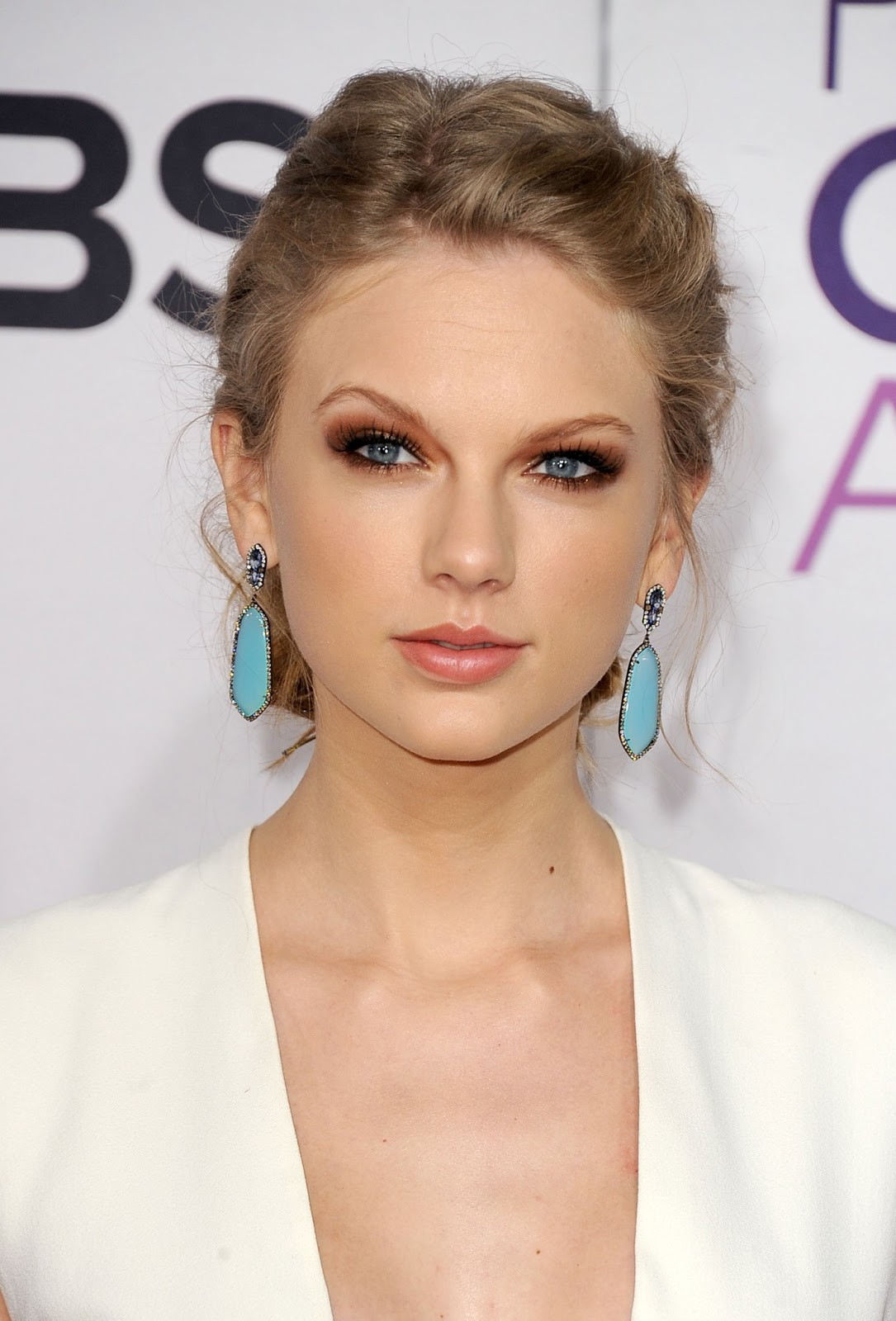 http://3.bp.blogspot.com/-KYwc-a3PwyU/UPLPQCdzYjI/AAAAAAAAA4I/shu2Yp1eYdc/s1600/taylor-swift-peoples-choice-awards-red-carpet.jpg