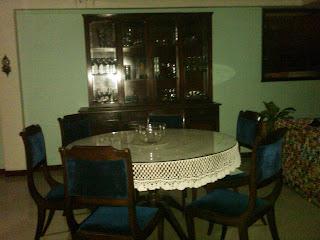 mesa comedor en apartamento amoblado por Unicentro