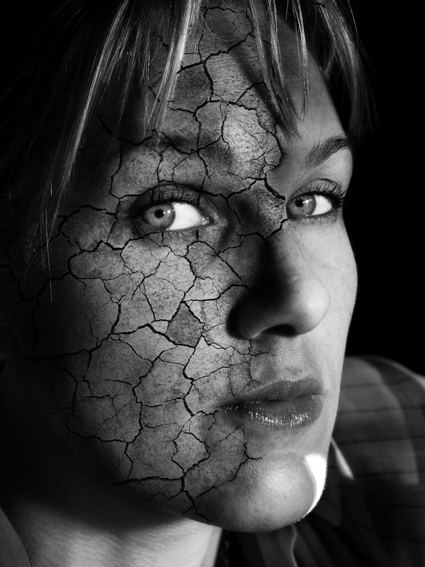 Stone-rock-girl-face-manipulated-on-photoshop