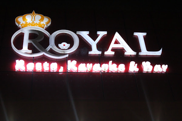 ROYAL KARAOKE n BAR