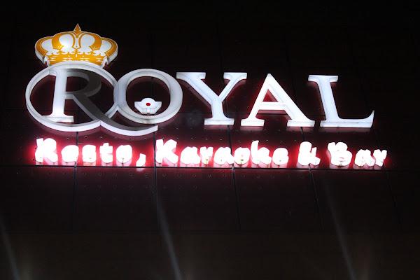 ROYAL KARAOKE n BAR
