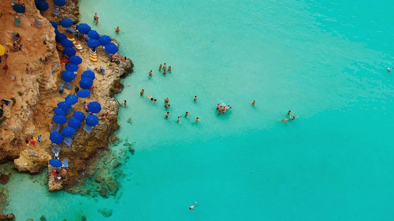 Blue Lagoon, Comino, Malta (© Jason Hawkes) 279