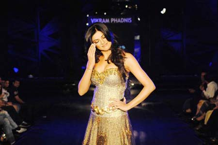 Hot Bolly Babes Sizzle on Ramp