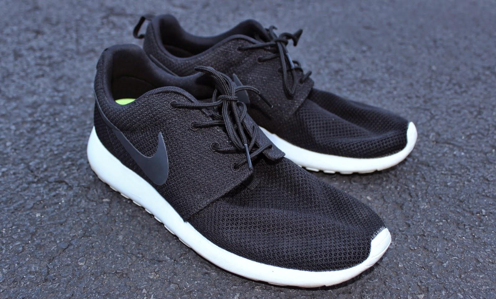 nike roshe running shoes white pair