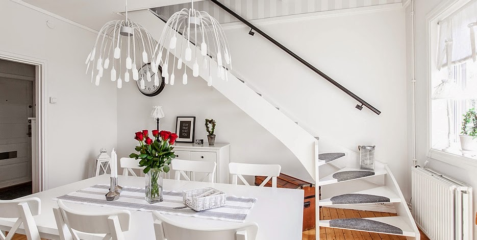 Una casa familiar en dos alturas la revista de - Salones con escaleras ...