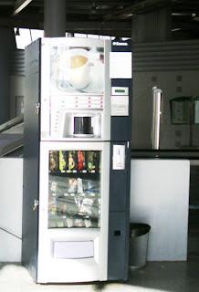 La machine à café est au 5ème étage.