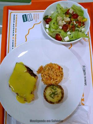 Calorias Na Medida: Combo de Salmão com Quiche de Cream Cheese, Risoto de Camarão e Salada Italiana