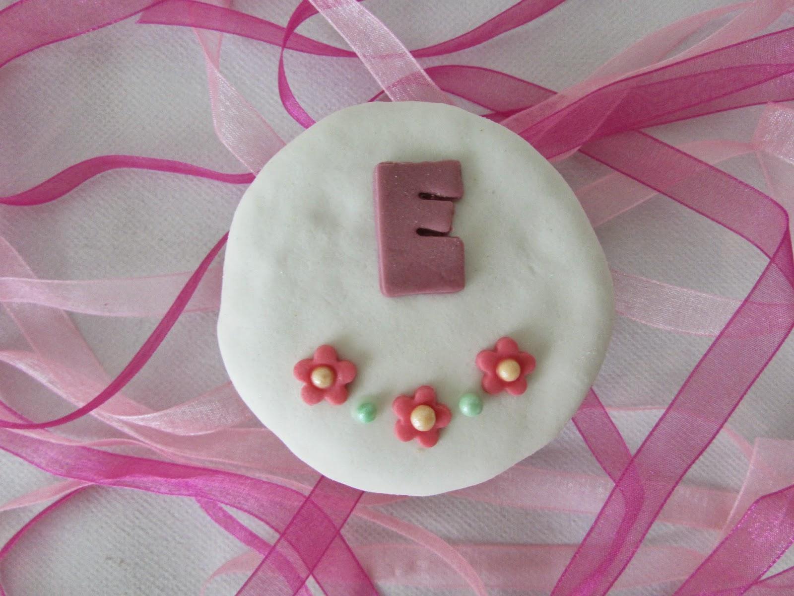 cupcakes-limon-letras-fondant