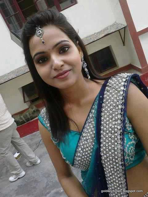 Indian real house wife hot actress hot photos for Indian hot house
