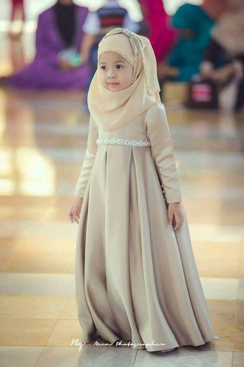Untuk itu update selalu perkembangan trend model baju muslim terbaru