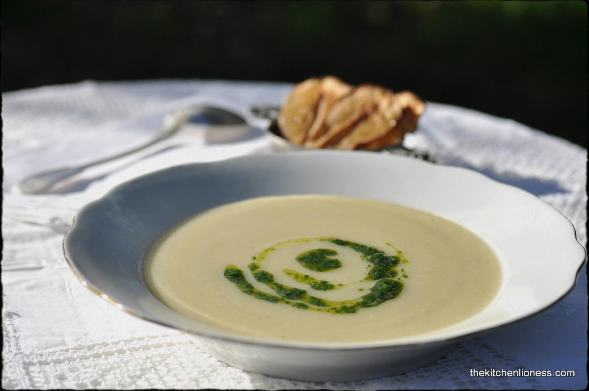 ... Kitchen Lioness: FFwD: Jerusalem Artichoke Soup with Parsley Coulis
