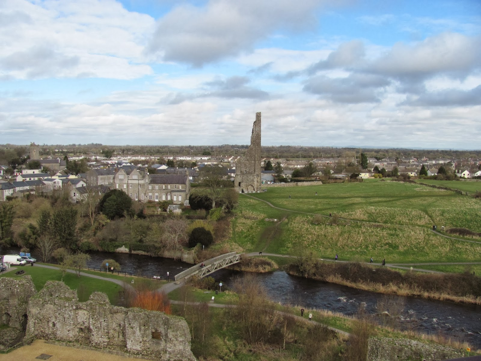 River Boyne and Yellow Steeple at Trim Castle, Trim, Ireland