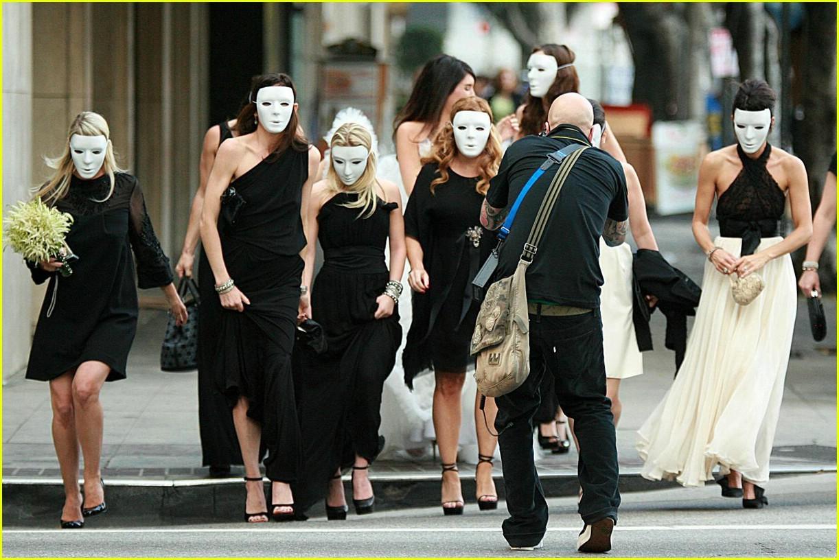 http://3.bp.blogspot.com/-KanRkKbqiz4/TwyOZDDUtKI/AAAAAAAAAUk/527K8HharUc/s1600/mary-kate-ashley-olsen-casamento-mascaras-723909.jpg