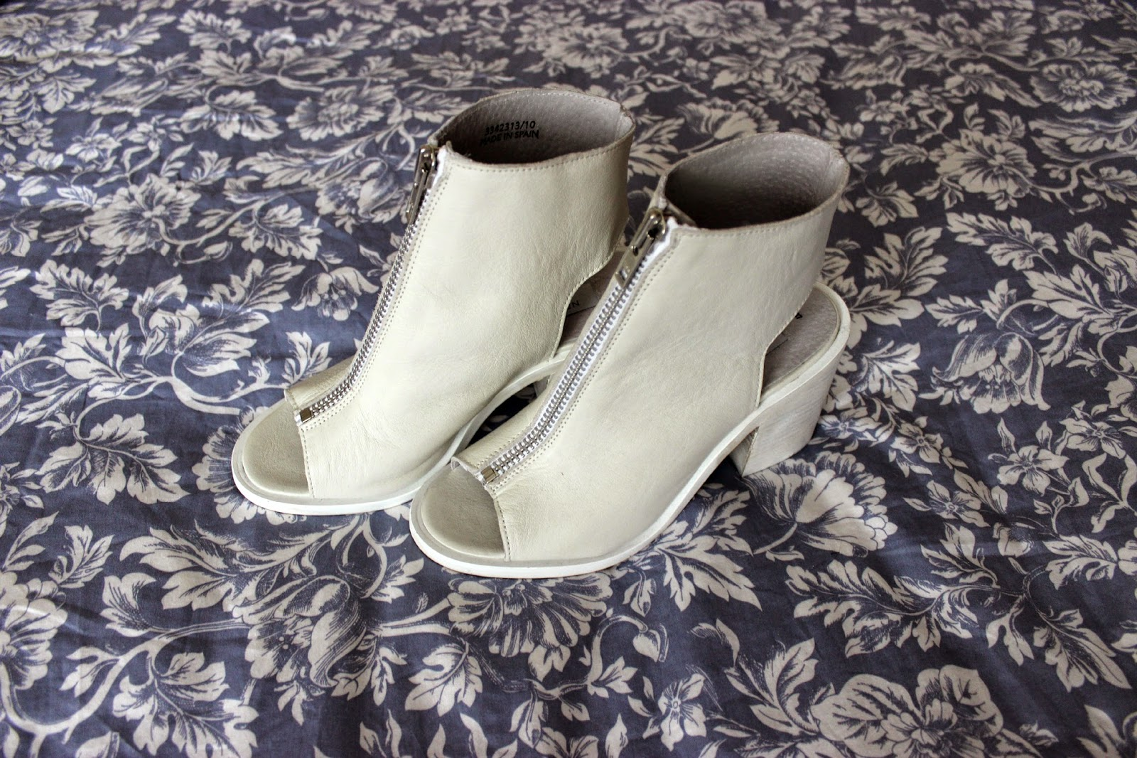 Picture of New Look white leather zip front peeptoe block heel