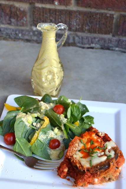 Homemade Parmesan Vinaigrette- gives housemade Italian dressings at restaurants a run for their money. Full of flavor and is healthier than store bought dressings! www.nutritionistreviews.com