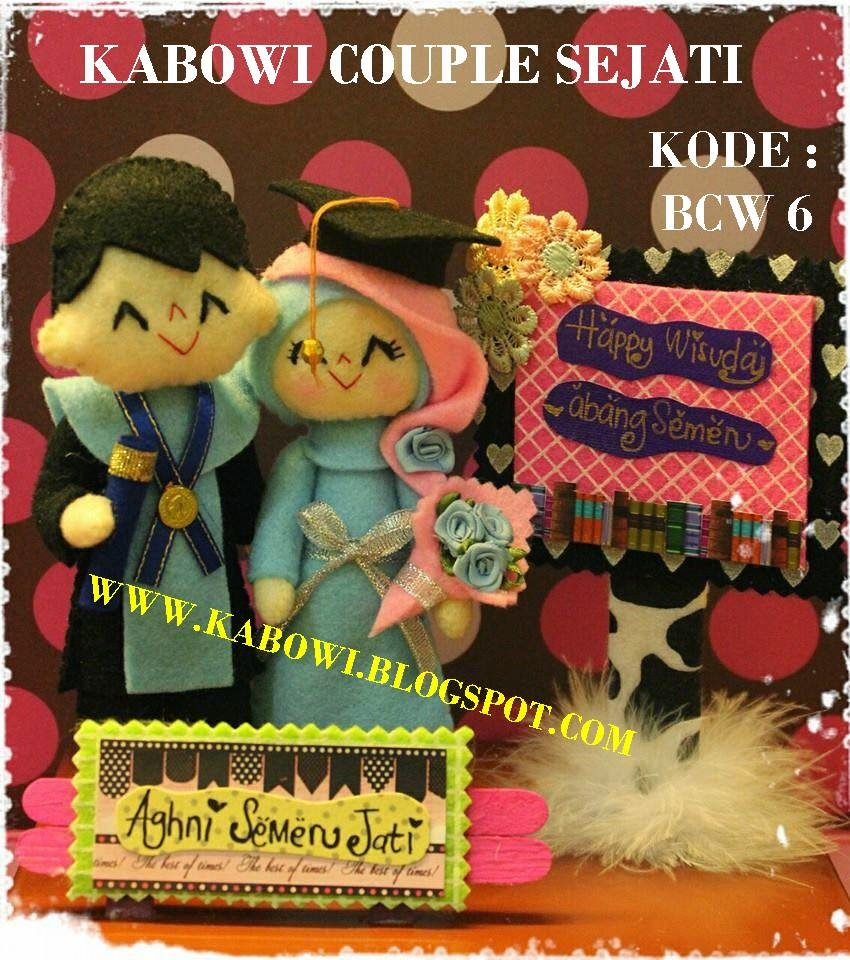 kado boneka wisuda couple pasangan jual hadiah logo universitas sekolah mahasiswa TEMPAT CARI PUSAT GROSIR PRODUSEN