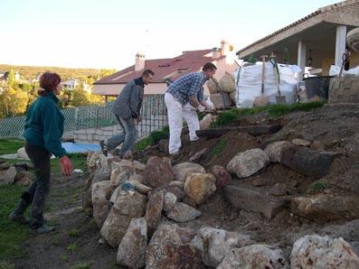 El maestro de obras xavier valderas construir un muro de - Como colocar piedra natural ...