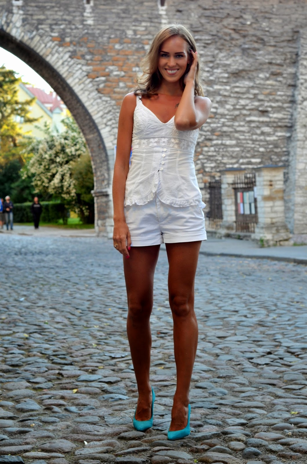 crochet top white shorts electric blue heels