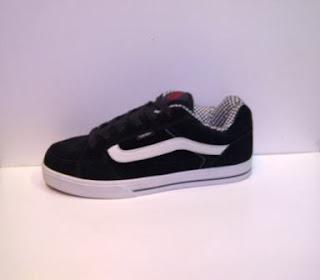 sepatu vans skate import hitam