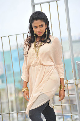 Amala Paul hot in iddarammayilatho 012 Actress Amala Paul Latest Beautiful Photos