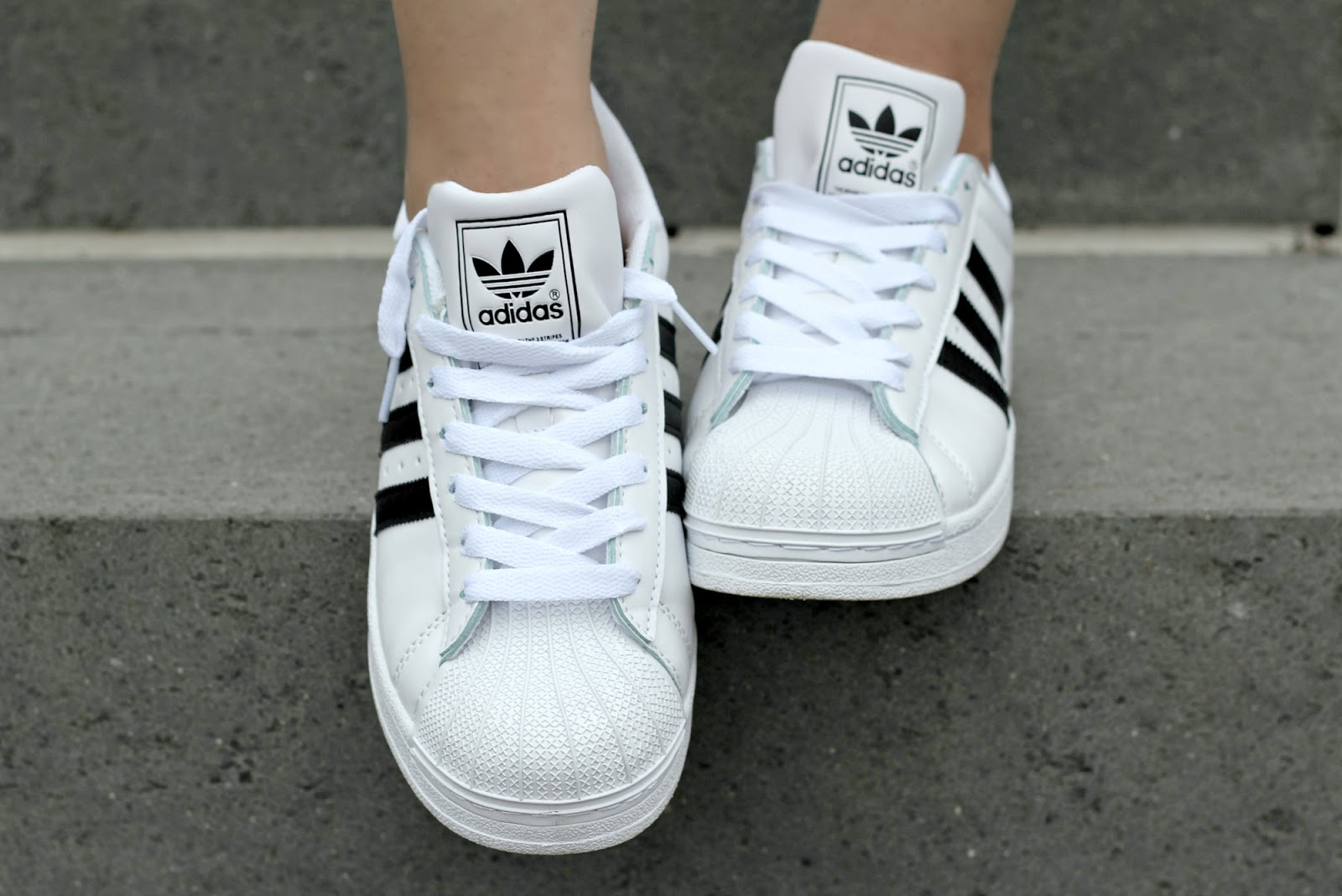 Adidas Superstar White Outfit Ideas