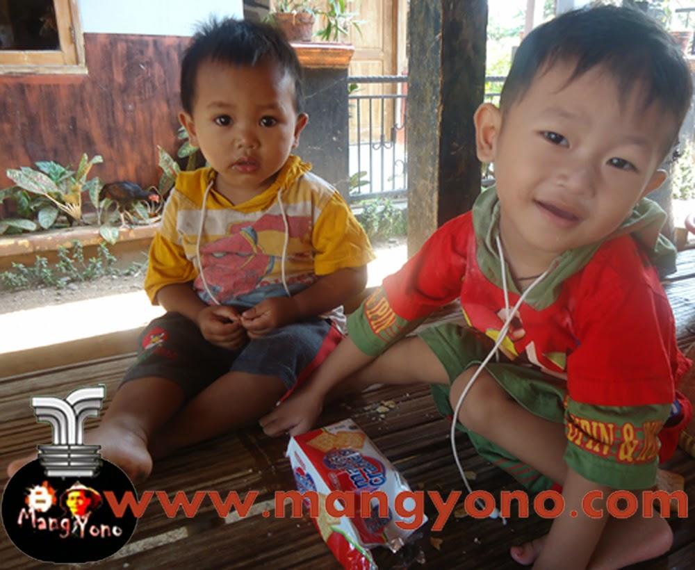 """Cara Mendidik Anak Balita Yang Baik. Poto Anak saya """"Gigin"""" sedang bermain dengan temannya."""