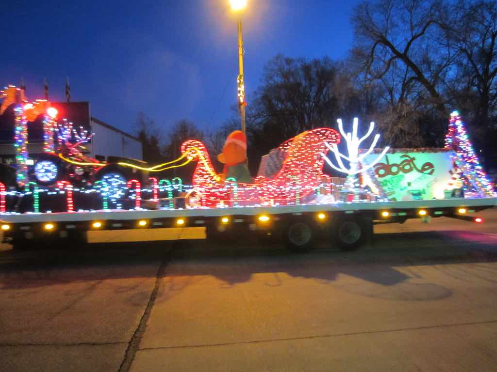 in some of the past christmas parades santa has ridden in a horse drawn carriage this year he was on top of a fire truck - How To Decorate A Float For Christmas Parade