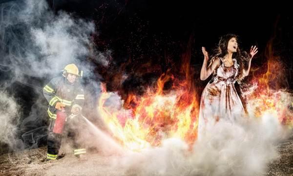 foto cewek di dalam api
