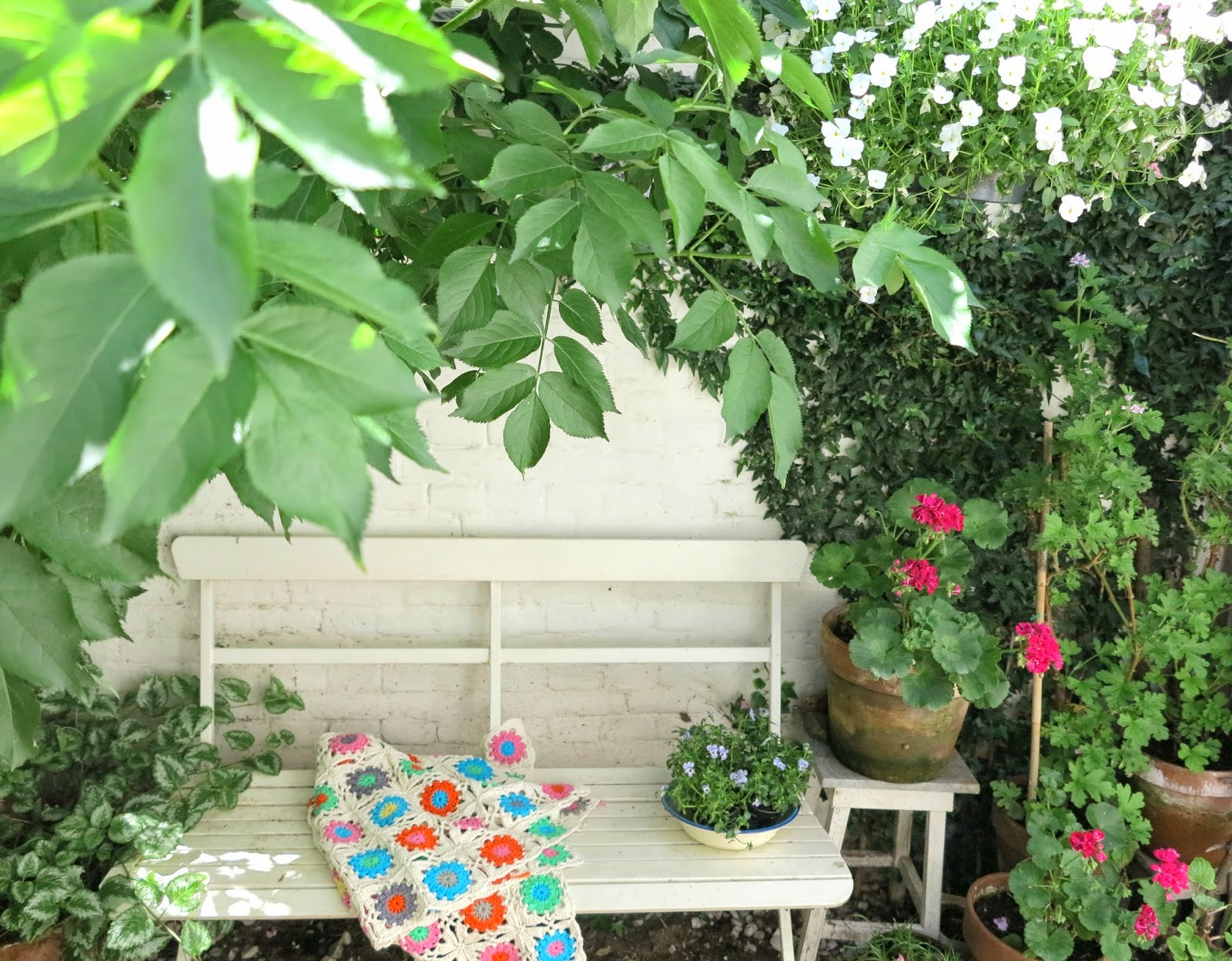 ByHaafner, crochet throw, patio, pelargonium