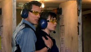 Jack Harkness e Gwen Cooper, membros da equipe Torchwood da série inglesa homônima