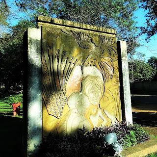 Monumento na Praça Central de San Ignacio Guazu, no Paraguai