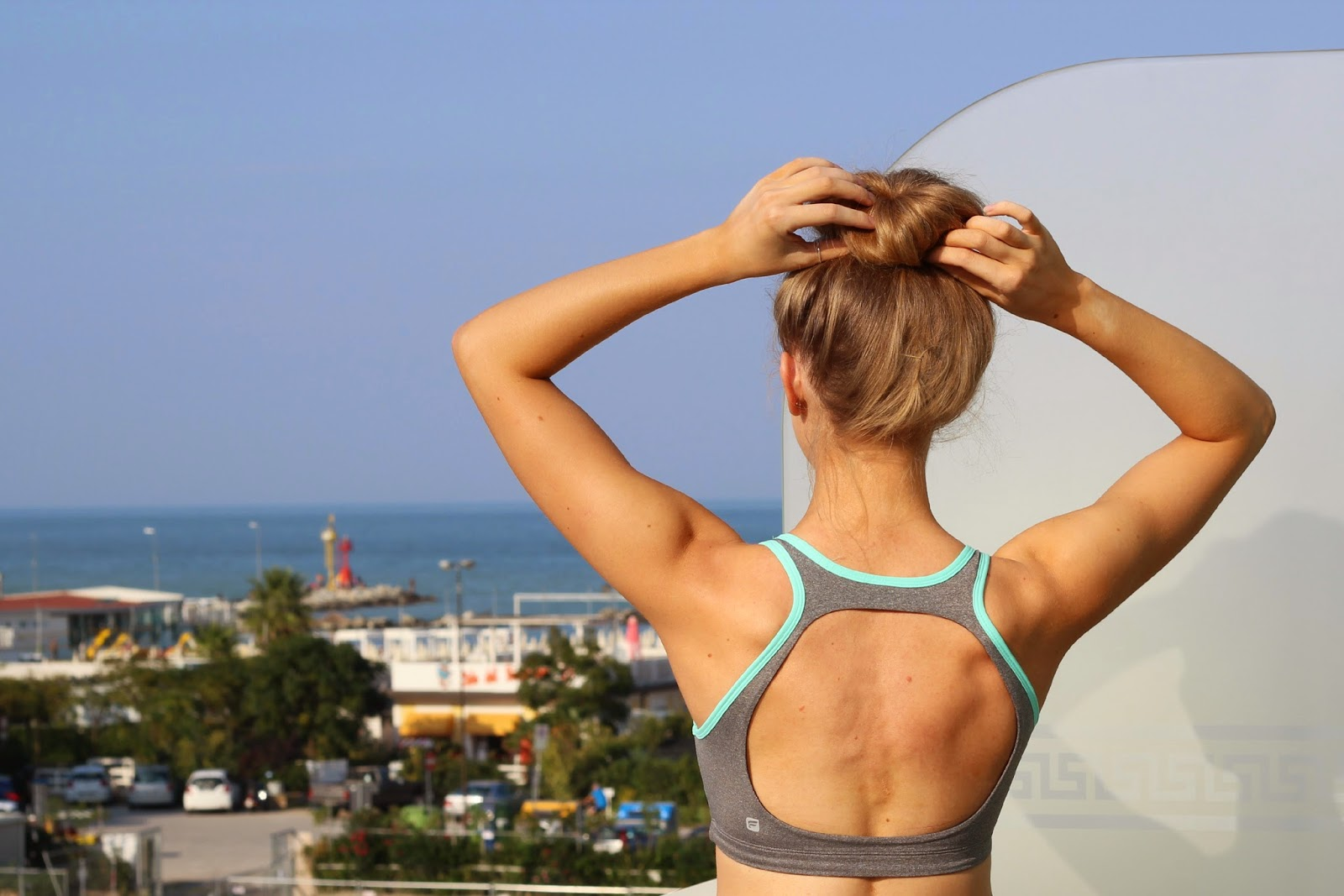 Fabletics Koia Sports Bra Back Blonde Fitness Girl