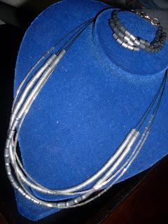 colar e pulseira, colares