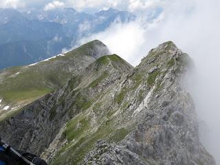 Die ersten Wolken wallen an Kirchlspitze und Brunnensteinspitze