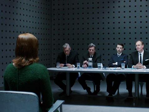 Jane (Sarah Snook) durante la entrevista de Space Corp, en Predestination - Cine de Escritor