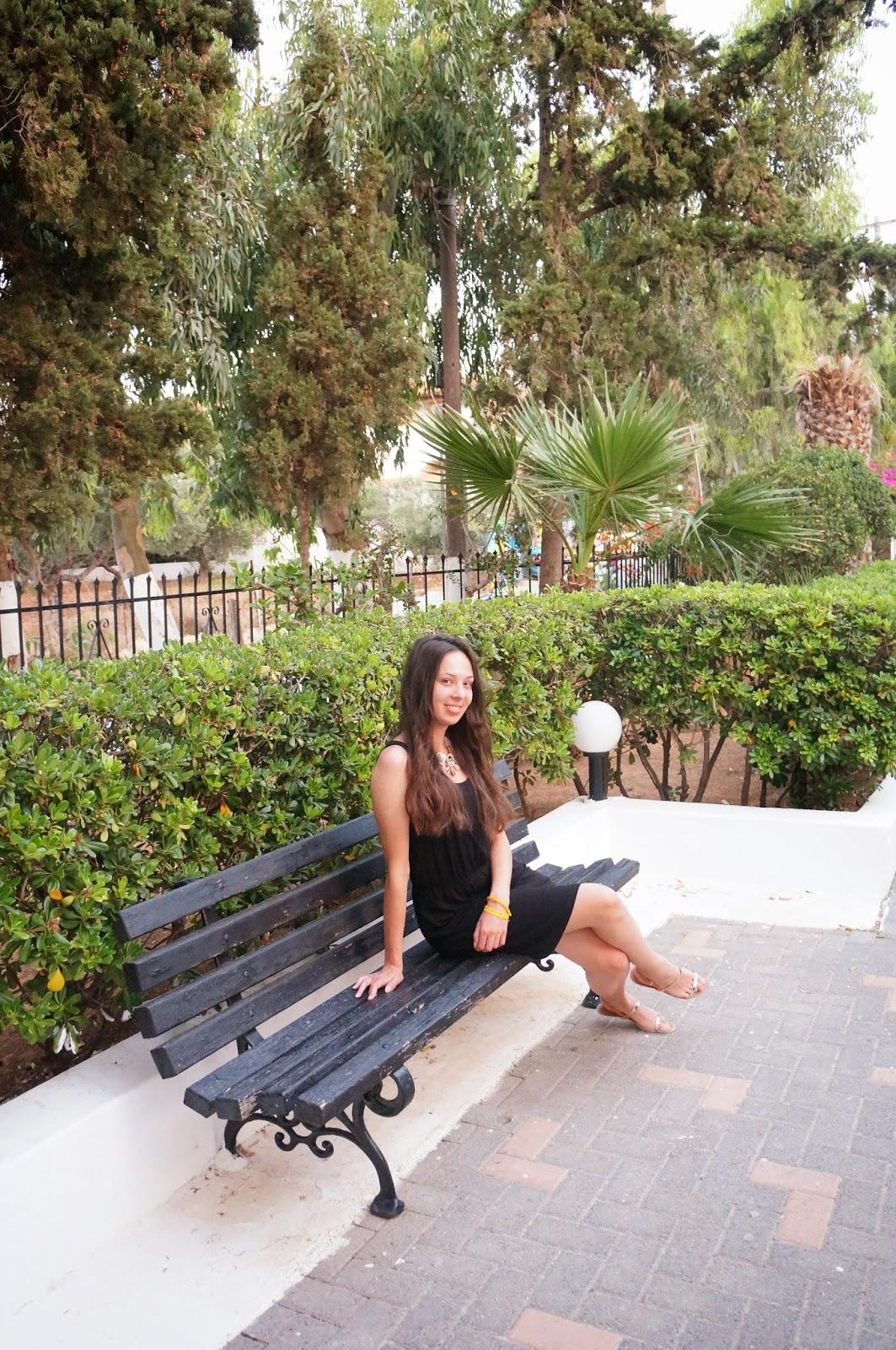 Simple look on Creta. Black dress.