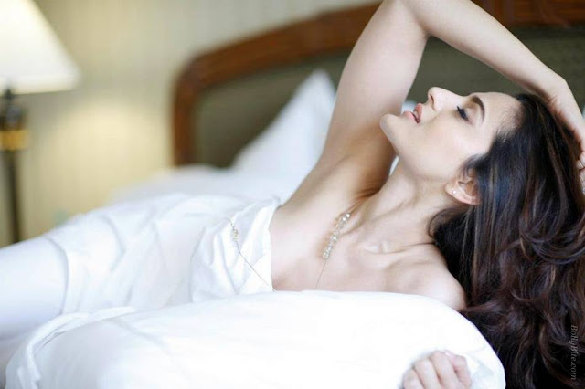 amisha patel | wrapped her inside the bedsheet photo gallery