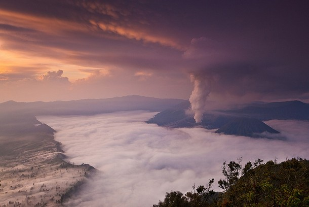 Awe-inspiring Pictures of Volcanic Smoke