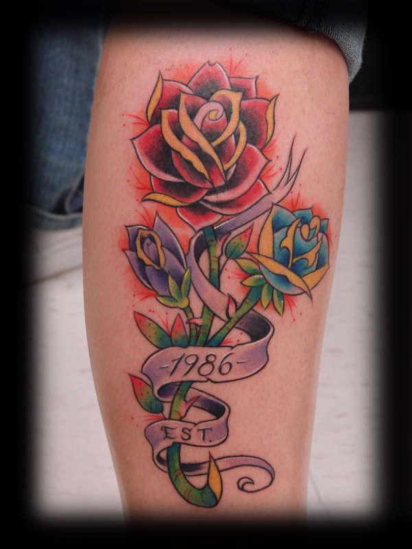 Что означает цветок тату на руке