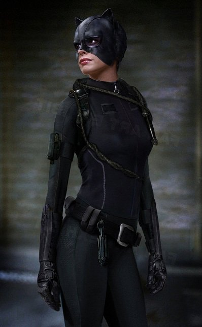 Catwoman will be played by Anne Hathaway