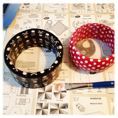 DIY: Bangles/armbånd af træ med masking tape og lak/lim. Trin 2: Lakering.