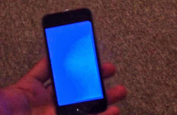 iPhone 5S dính lỗi màn hình xanh chết chóc