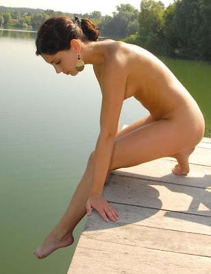 Cùng girl xinh tắm sông nào mọi người!