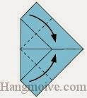 Bước 5: Gấp chéo hai cạnh tờ giấy vào trong.