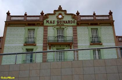 El mas Guinardó des de la Plaça Salvador Riera. Autor: Carlos Albacete