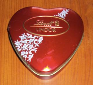 scatolina latta lindt cuore rosso san valentino