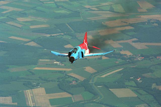 modifiyeli f4 phantom uçağı
